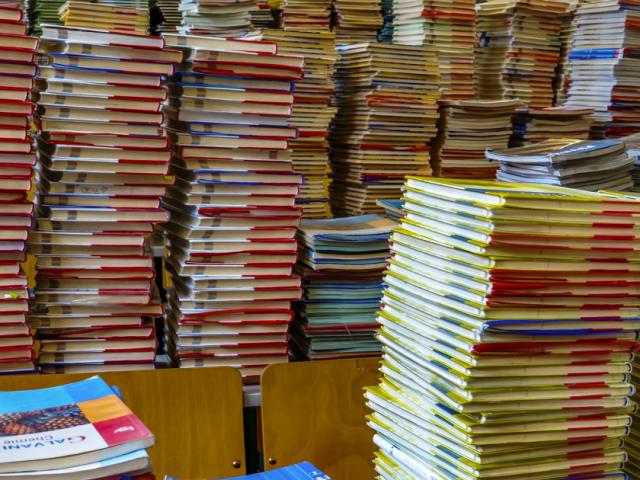 Lebutított tankönyvrendszer: milliószámra maradnak használatlanok az állami tankönyvek