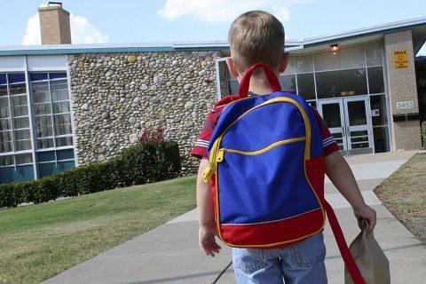 Szülők az iskolaérettségi törvényről: így sérülnek a gyerekek jogai